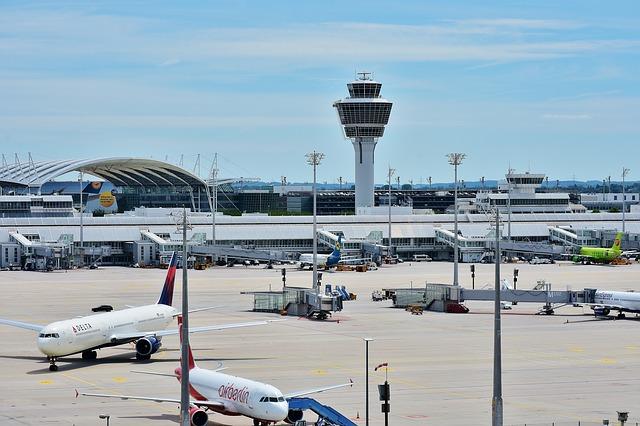 airport-2384837_640